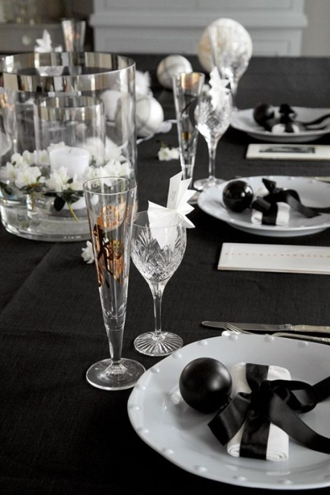 6-black-and-white-new-year-table-decoration