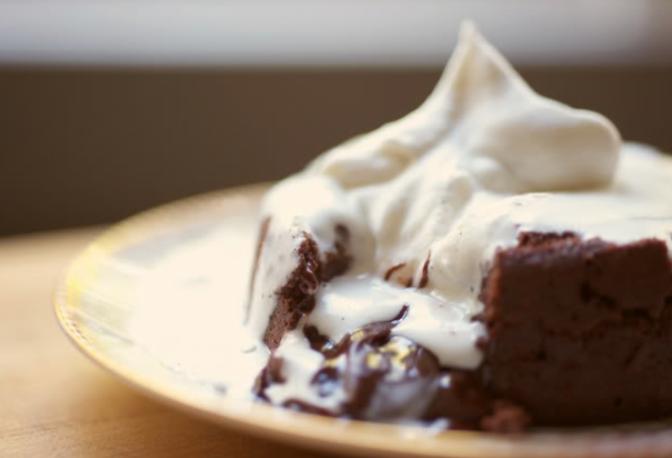 Lanche de domingo – bolo de chocolate derretido