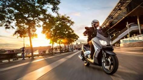 2013-Yamaha-X-MAX-250-ABS-EU-Aluminum-Slate-Action-001
