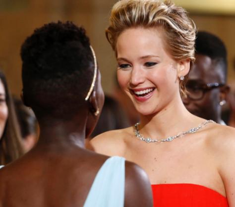 "Jennifer Lawrence a cumprimentar a ""rival"""