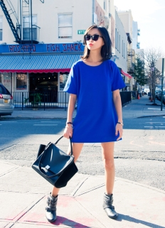 misspouty blog electric blue minimal dress rag bone motocycle jacket flat studded boots celine tropeze bag street style fashion blogger94