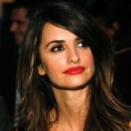 red lipstick penelope cruz