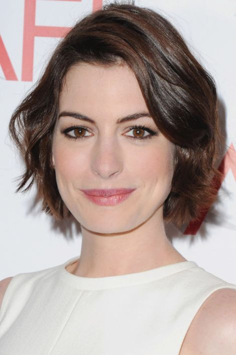 hbz-short-hairstyles-anne-hathaway