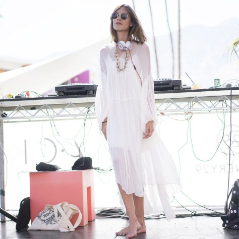 Alexa-Chung-looked-effortless-playing-DJ-lightweight-dress
