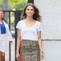 Keri-Russell-Pencil-Skirt-T-Shirt-Street-Style