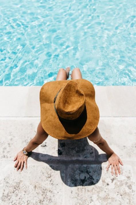 Equivalenza-Naturalis_Bio_Resort-Maje_Swimsuit-Levis-Maje_Sandalas-Outfit-Collage_Vintage-40-790x1185