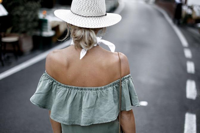Sem costas street style off shoulder Sem costas street style off shoulder no shoulder