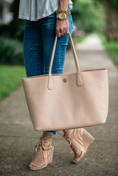 everydaycasualoutfitagstiltcigarettejeanswhitetanktoptoryburchtotejeffreycampbellwedges6